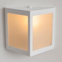 ARANDELA  TRIANGULAR EXTERNA ALUMINIO P/ 1 LAMP E27 BRANCA